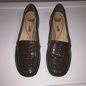 Clarks Brown Croc Pattern Slip On Loafers Sz 7.5M